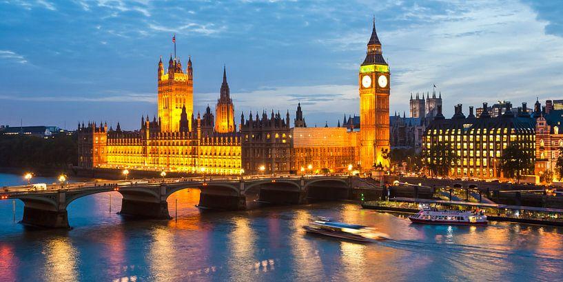 Londen met Westminster Hall en Big Ben in de avonduren van Werner Dieterich
