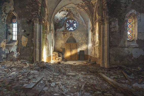 Kerk met lichtstraal van Perry Wiertz