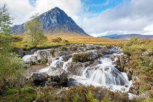 Watervallen bij Glencoe in Schotland van