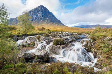 Watervallen bij Glencoe in Schotland