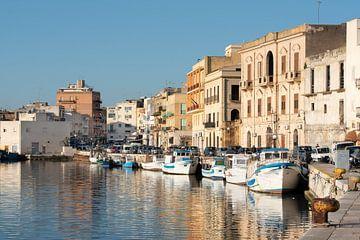 Port de pêche en bord de mer en Sicile sur Ulrike Leone
