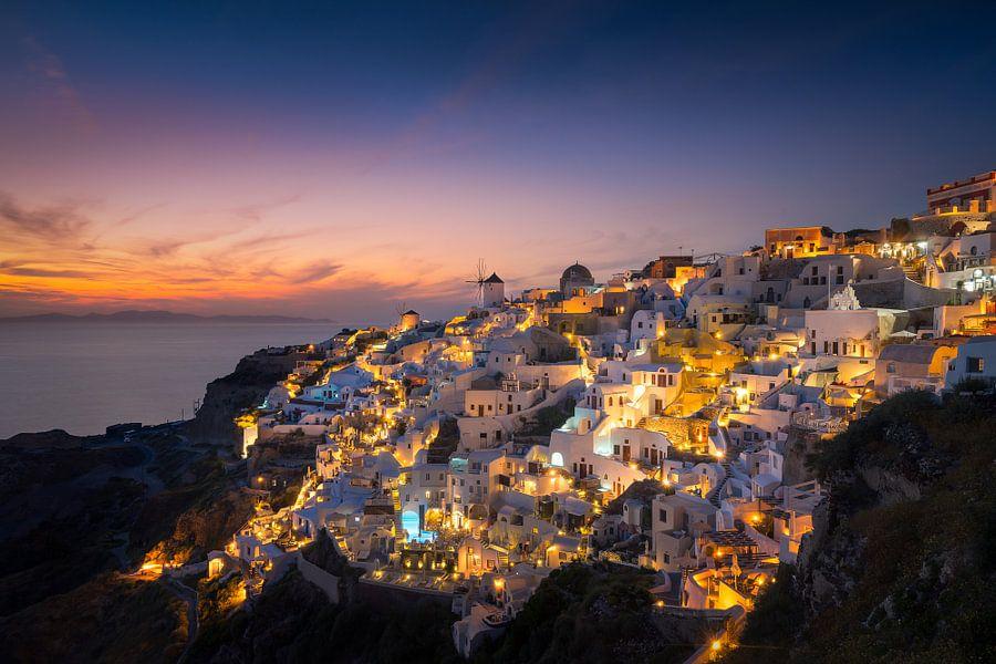 Zonsondergang in Oia / Santorini van Edwin Mooijaart