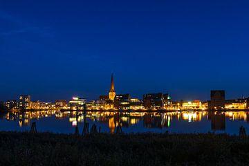 Blick über die Warnow auf die Hansestadt Rostock von Rico Ködder
