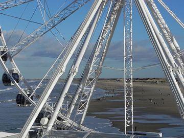 Reuzenrad op de pier van Scheveningen von Ingrid Van Maurik