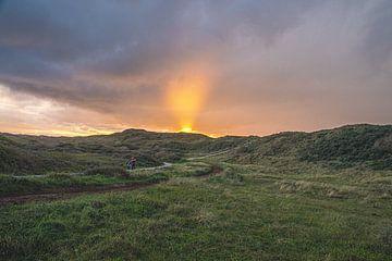 Die Sonne bricht über Vlieland durch von Gerard Koster Joenje (Vlieland, Amsterdam & Lelystad in beeld)