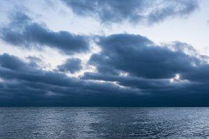 Wolken an der Küste der Ostsee bei Warnemünde