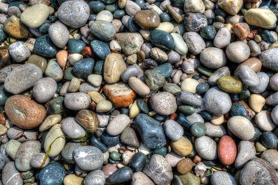 Kiezelstenen op het strand van Cyprus van Hans Kool