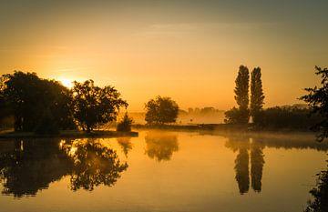 Gouden ochtend in Warmond tijdens zonsopkomst van
