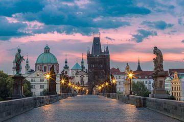 Sonnenaufgang Karlsbrücke in Prag von Alex Riemslag