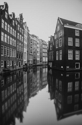 Amsterdam - grachtenpanden in zwart en wit