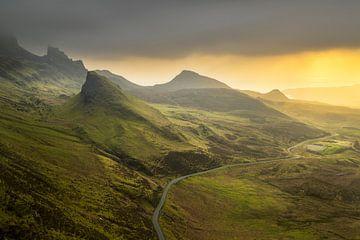 Sonnenaufgang Quiraing auf Skye in Schottland von Jos Pannekoek