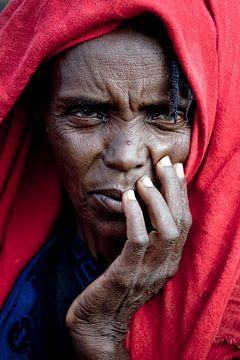 Vrouw in vluchtelingenkamp in Ethiopië van Atelier Liesjes