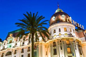 Hotel Négresco in Nice bij nacht van Werner Dieterich