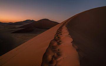 La route vers le sommet du désert sur