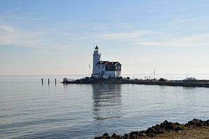 Leuchtturm auf der Insel Marken am IJsselmeer, Niederlande