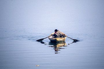 Jonge roeier op de Ganges. van Dick Termond