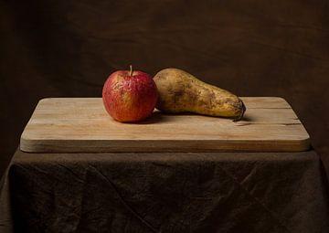 Stilleven van oud fruit. van Hennnie Keeris
