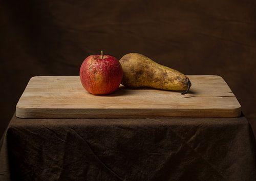 Stilleven van oud fruit.