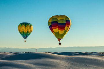 Heißluftballons über White Sands, New Mexico USA von Gert Hilbink