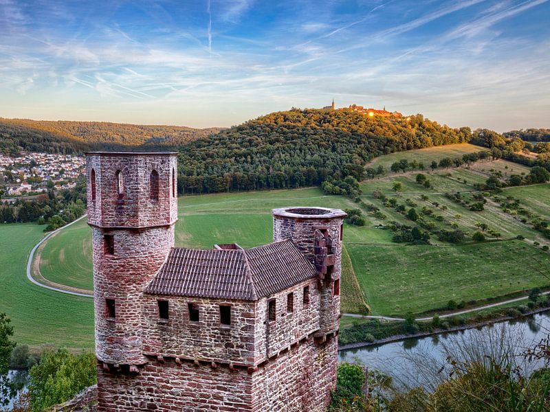 Blick zum Dilsberg über die Burg Schadeck hinweg