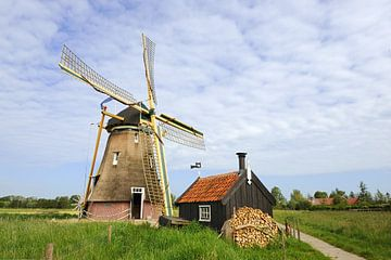 Landschap met Hollandse molen in Groot-Ammers van Ivonne Wierink