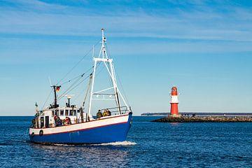 Fishing boat on the Baltic Sea van Rico Ködder