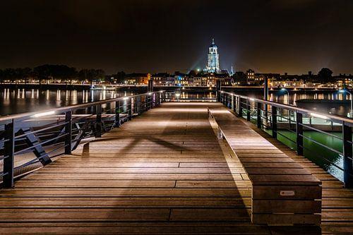Avondfoto van prachtig verlicht hanzestad Deventer