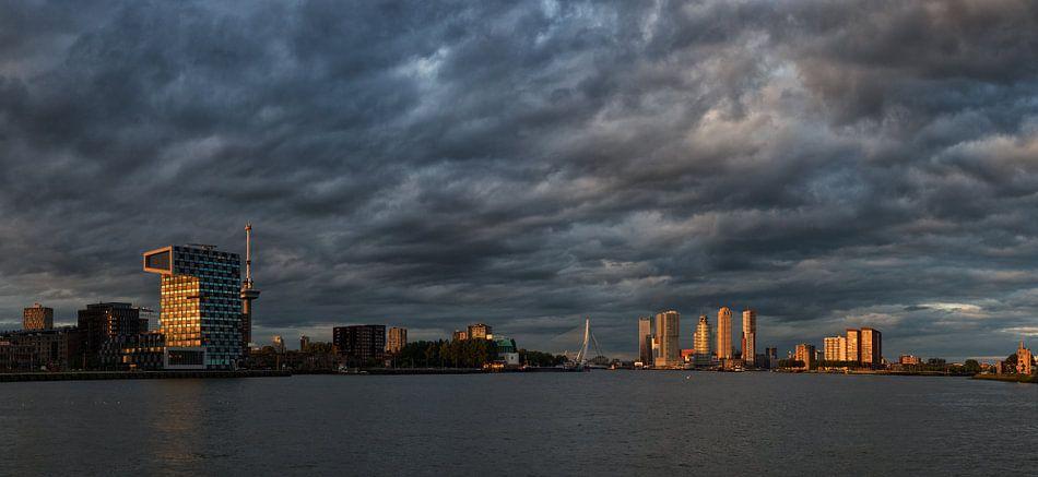 De avond valt in Rotterdam