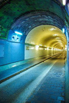 Hamburg: een buis van de oude Elbe tunnel van Norbert Sülzner