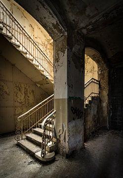 Escalier avec la lumière du soleil sur Inge van den Brande