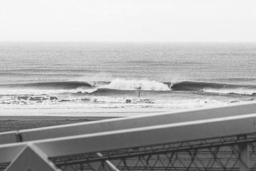Wilde Wellen in Schwarz-Weiß von Jop Hermans