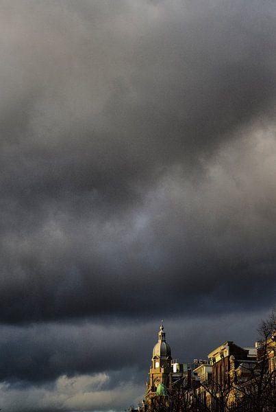 Stormachtig Amsterdam  van Paul Teixeira
