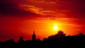 Zonsondergang boven Hasselt van