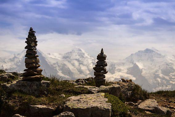 Steenmannetjes op berg in Alpen