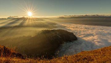 Zonsopgang op een herfstochtend boven Centraal Zwitserland van Pascal Sigrist - Landscape Photography