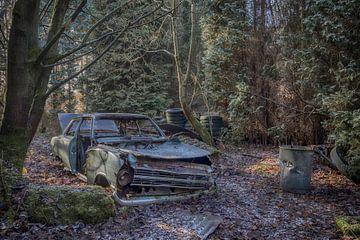 Opel Kadett in het bos sur Manja van der Heijden