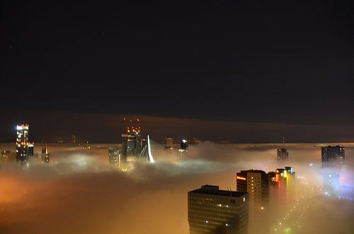 Rotterdam by Night in the mist. van
