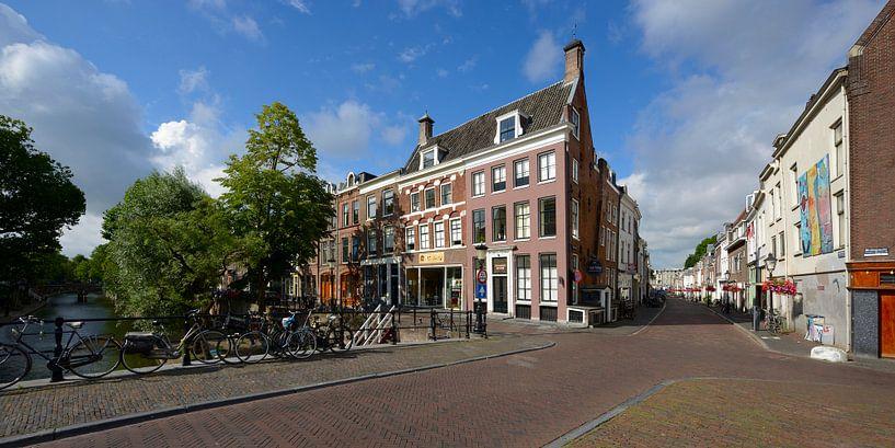 Hoek Oudegracht en Lange Smeestraat in Utrecht van In Utrecht