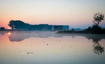 Sprookjesachtige zonsopkomst met mist von Cynthia Jansen