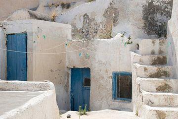 Huis met blauwe deuren van Barbara Brolsma