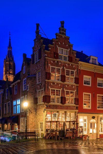 grachtenpand in Delft bij schemer  van gaps photography