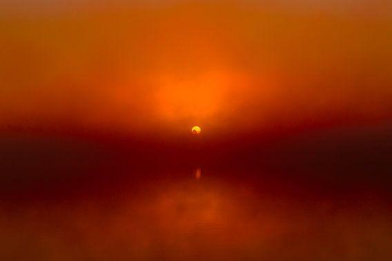 Foggy Sunrise 'Red' van William Mevissen