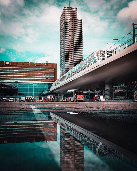 Bus Station Den Haag Centraal van Chris Koekenberg