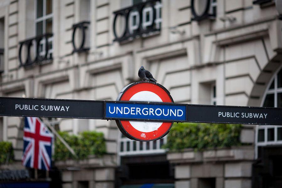 Underground in Londen van Roy Poots