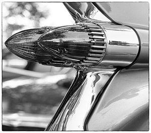 Achterlicht Amerikaanse auto - zwart wit van Gerard Lakerveld