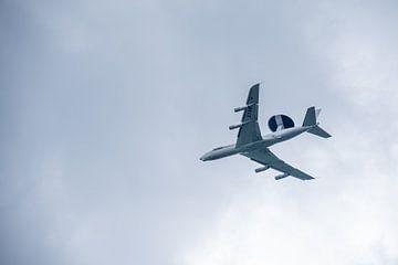 Navo wings in de lucht van J..M de Jong-Jansen