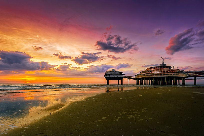 De Pier bij zonsondergang van Sandra Kuijpers