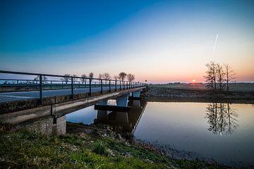 Zonsopkomst boven de polder von Thomas van der Willik