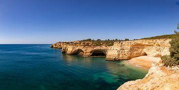 La grotte de Benagil sur la côte portugaise sur Dennis Eckert