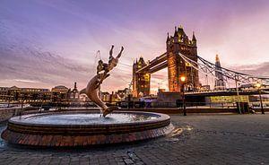 Zonsondergang bij de London Tower Bridge van Kevin van Deursen